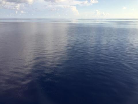O mar saindo de Castaway Cay: um espelho
