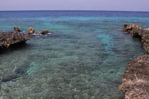 O mar das Ilhas Cayman é assim: 50 tons de azul