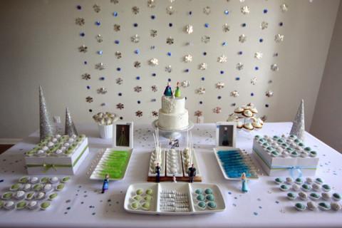 A mesa prontinha, mais uma festa Frozen