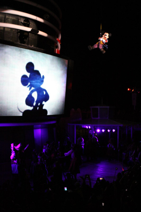 Mickey salvando o dia na festa dos Piratas