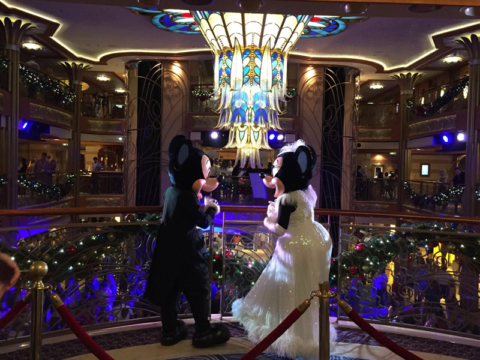 Mickey e Minnie na festa de Reveillon do Disney Dream