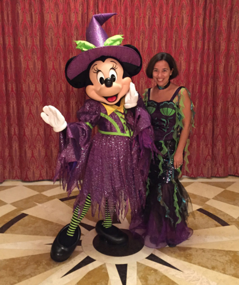 Eu e a Minnie bruxinha no Halloween do Disney Dream