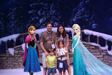 Nós com Anna e Elsa - elas são adicionadas depois