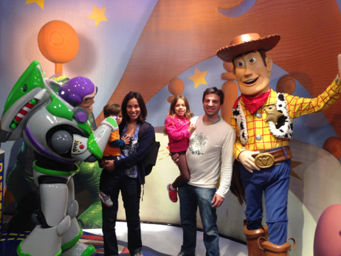 Foto de família com Woody e Buzz, no Disney Hollywood Studios