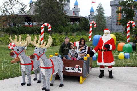 Foto de família com Papai Noel e suas renas de Lego, mas sem neve!