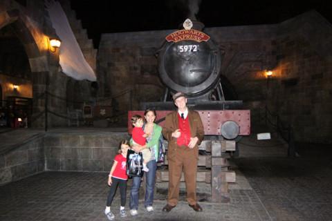 Eu, Julia e Eric com o condutor do Hogwarts Express