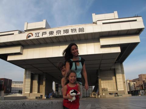 Em frente ao ótimo Museu Edo Tokyo