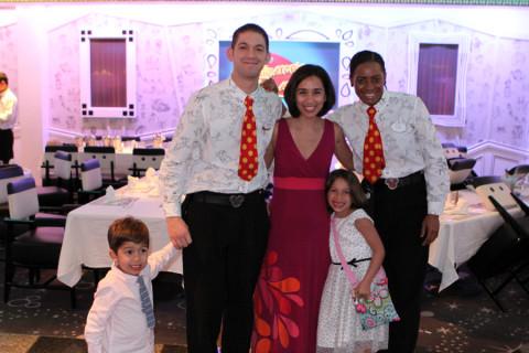 Nós com os queridos Pedro e Avril, que nos atenderam muito bem por 7 noites
