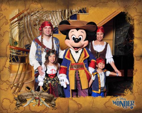 Nossa foto fantasiados de Pirata com o Mickey