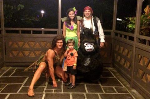 Nós com o Tarzan e Terk, mas não tinha um fotógrafo no local e acabamos tirando a foto com o celular
