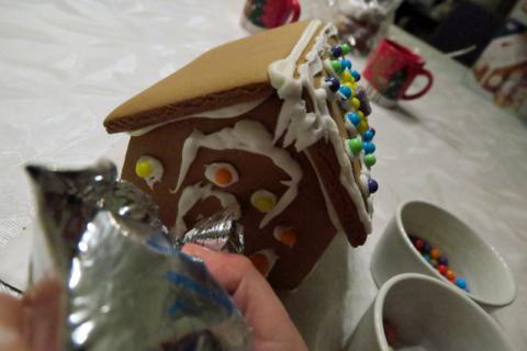 montando casinha de doces