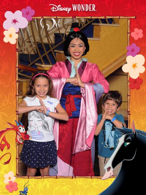 Julia e Eric adoraram encontrar a Mulan no Disney Wonder