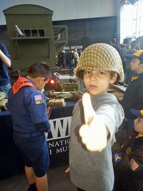 Meu filho no Museu da Segunda Guerra Mundial