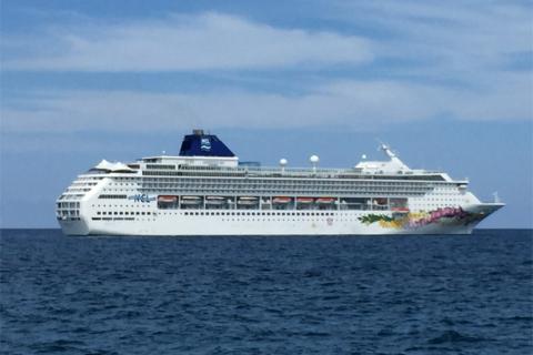 O navio Norwegian Sky que faz o mini cruzeiro pelas Bahamas saindo de Miami