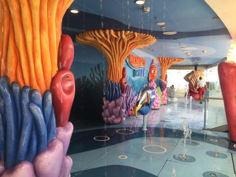 Nemo's Reef no Disney Dream, área molhada pra crianças que ainda usam fralda. Foto: Lu Misura