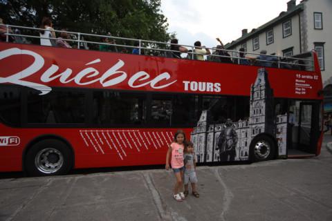 Julia e Eric queriam andar nesse ônibus mas ele não ia rodar mais depois das 16h