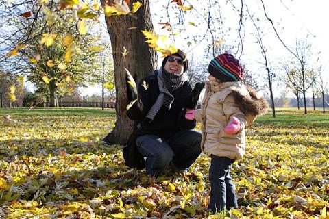 Julia curtindo o outono no Kensington Park