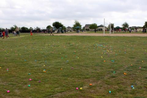 Os ovinhos espalhados pela grama, essa área era pra crianças mais velhas