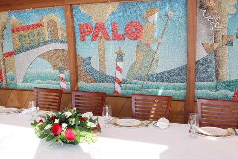 Parede de mosaico com uma cena em Veneza na decoração do Palo do Disney Magic