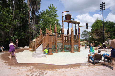 Playground molhado no Wilderness Lodge, ao lado da piscina