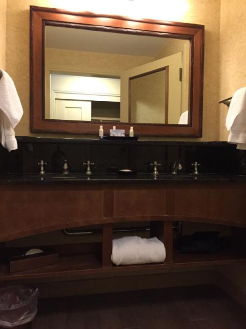 As duas pias do banheiro