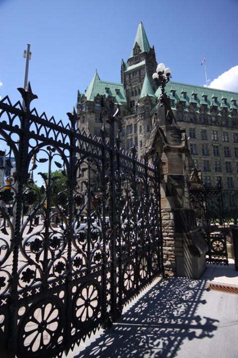 Um dos portões do Parlamento, lindo