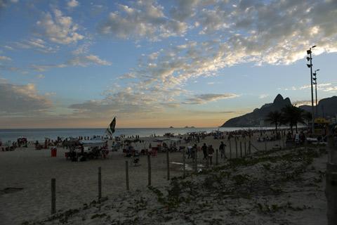 Pôr-do-sol de cartão postal na Praia de Ipanema