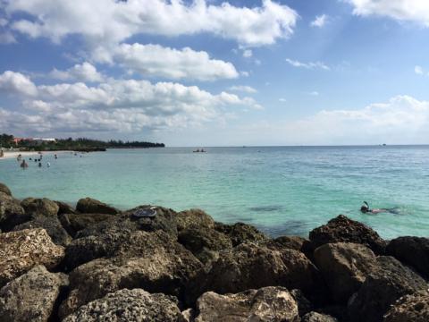 Praia linda em Grand Bahama