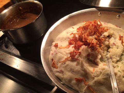 Purê de batata e gravy (molho tradicional americano pro peru)