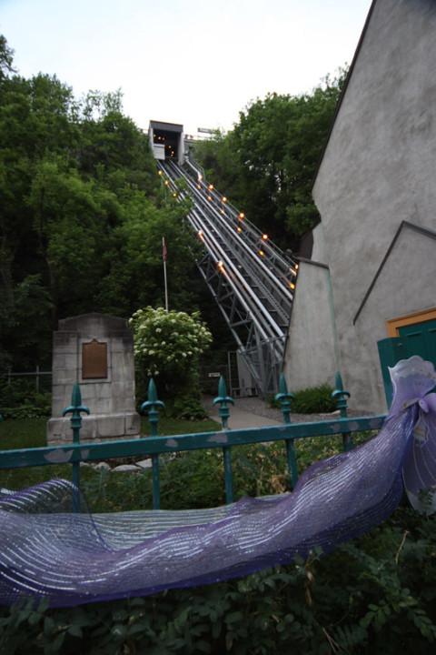 O Funiculaire que desce direto do Terrasse Dufferin é uma opção pra quem não quer encarar as escadas