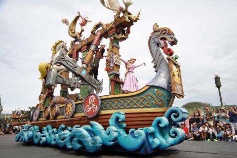 O carro da Rapunzel na Festival of Fantasy Parade