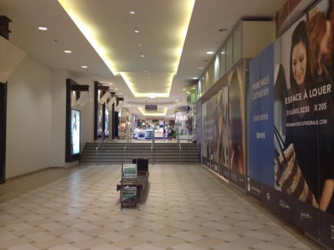 A cidade subterrânea é assim: corredor de shopping. Esse pedaço é na McGill