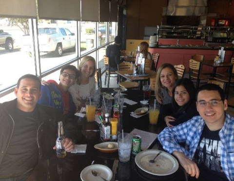 Matando a saudade da comida no restaurante brasileiro