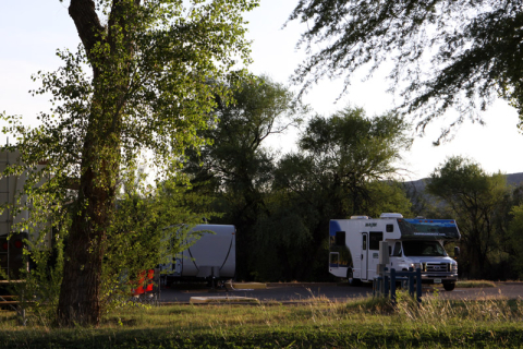 Esse é o Rio Grande Village RV Parking, somente para motorhomes