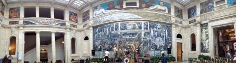 Panorama da Rivera Court, mostrando o fresco de Diego Rivera