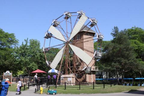 A roda gigante do parque, vintage como tudo