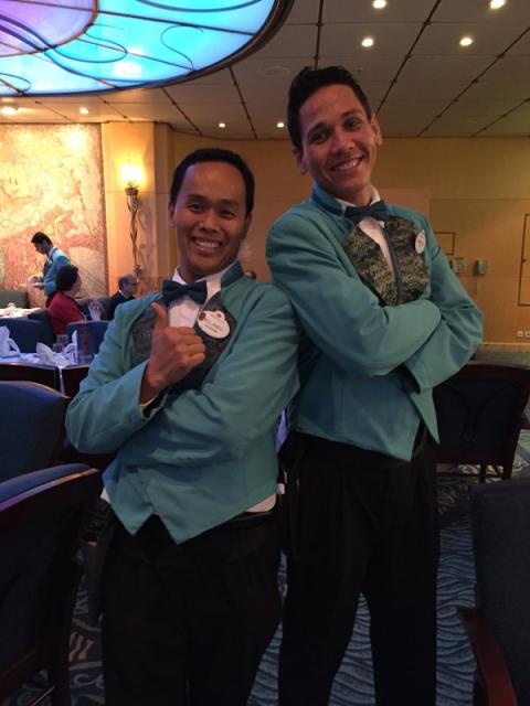 Rolando e Michael, nossos ótimos garçons. Falei pra eles que ia colocar as fotos no blog, eles curtiram