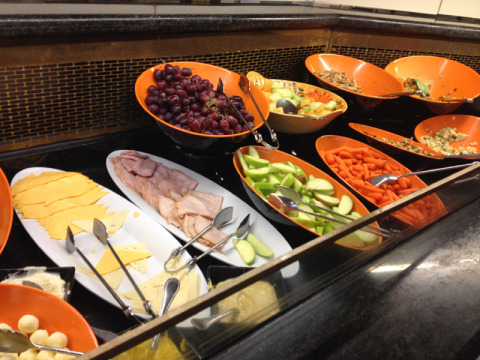 Uma parte do buffet de saladas