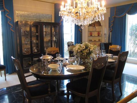 Outro ângulo da sala de jantar em Graceland