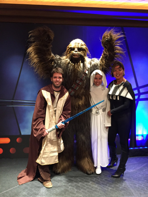 Nós fantasiados com o Chewbacca no Star Wars day at sea