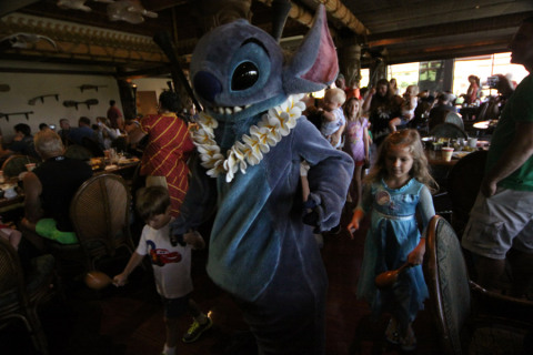 Stitch no desfile do Ohana