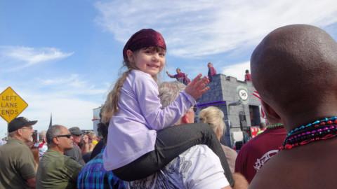Minha netinha no festival dos piratas