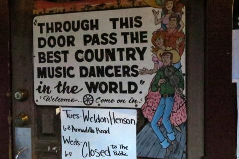 Por essa porta passam os melhores dançarinos de música country do mundo!