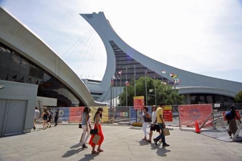Mais um ângulo da Torre de Montréal