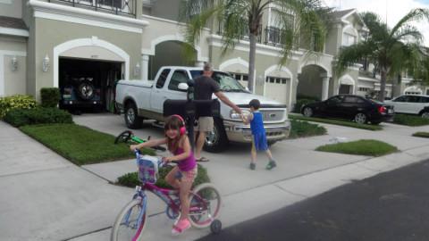 Meus netinhos em frente a nossa townhome aqui em Tampa