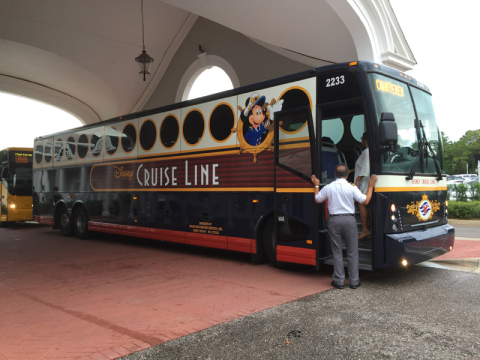 Ônibus que faz o transfer da Disney até Port Canaveral