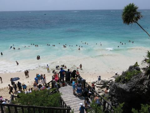 A praia que pode ser acessada a partir do local das ruínas e nos refrescou!