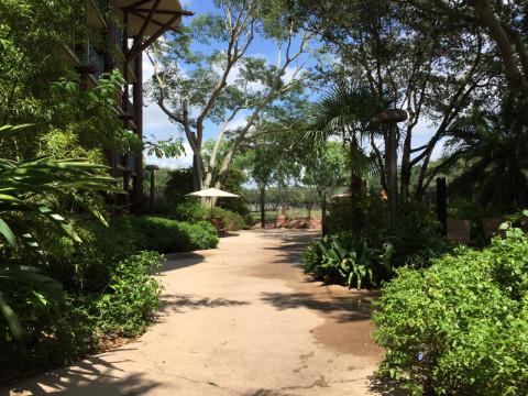 O ponto de observação da Uzima savannah fica perto da piscina