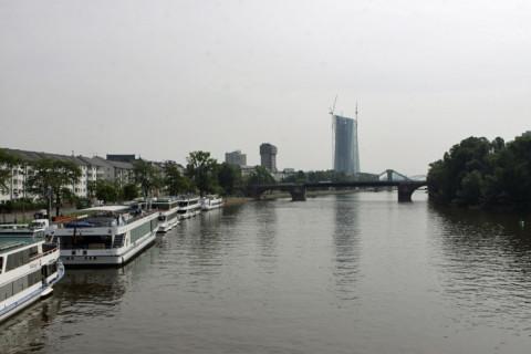O rio Main visto da ponte Eisener, Frankfurt
