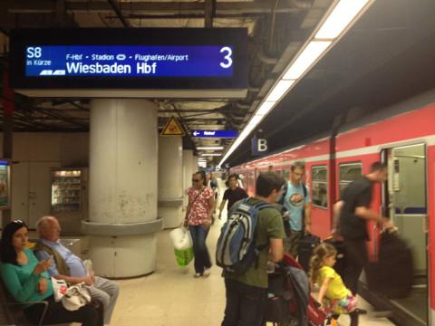Pegando o trem de volta para o aeroporto de Frankfurt